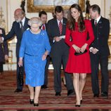 La Reina Isabel y Kate Middleton a su llegada a una recepción en Buckingham Palace