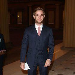 Luke Treadaway en una recepción en Buckingham Palace