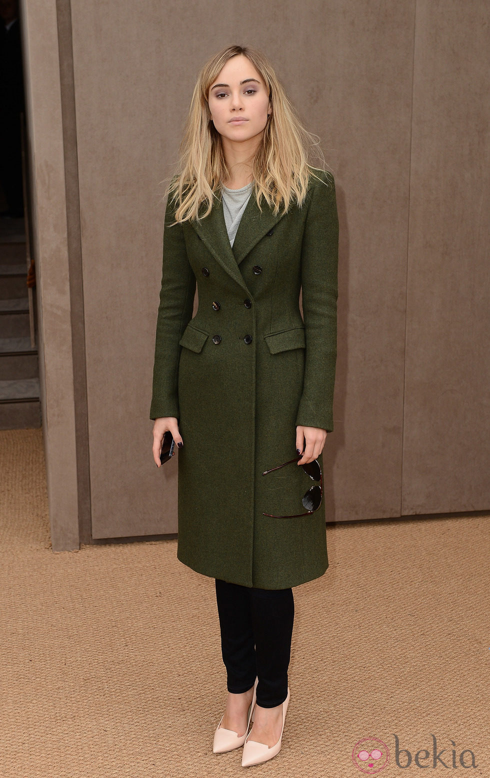 Suki Waterhouse en el desfile de Burberry en la Londres Fashion Week 2014