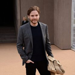 Daniel Brühl en el desfile de Burberry en la Londres Fashion Week 2014