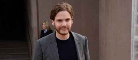 Daniel Brühl en el desfile de Burberry en la Londres Fashion Week 2014
