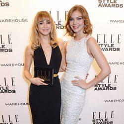 Suki Waterhouse y Arizona Muse en los Elle Style Awards 2014
