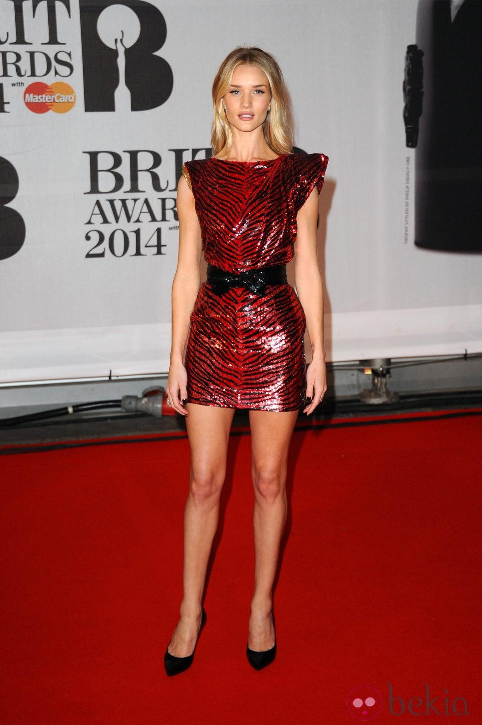Rosie Huntington-Whiteley en los Brit Awards 2014