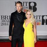 Calvin Harris y Rita Ora en los Brit Awards 2014