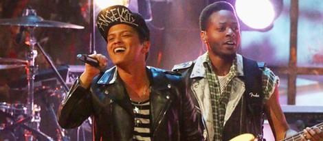 Bruno Mars durante su actuación en los Brit Awards 2014