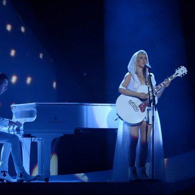 Ellie Goulding durante su actuación en los Brit Awards 2014