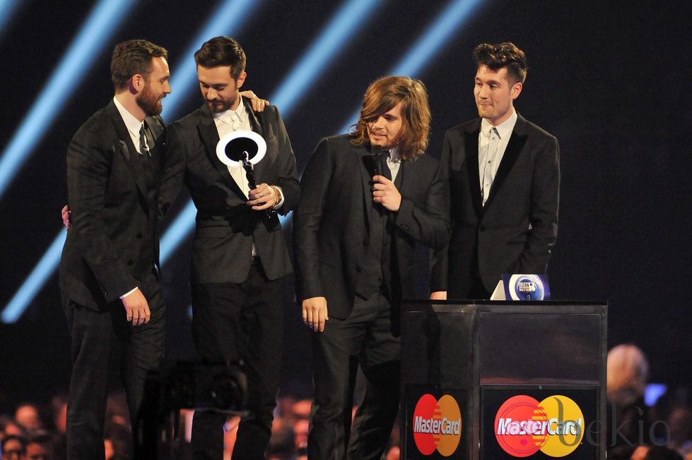 Bastille recoge el premio al mejor artista revelación en los Brit Awards 2014