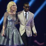 Fearne Cotton y Tinie Tempah presentan uno de los galardones de los Brit Awards 2014