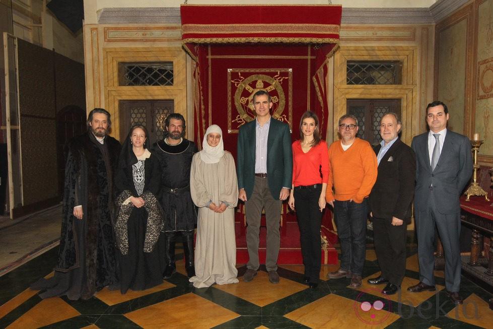 Los Príncipes Felipe y Letizia visitan el rodaje de 'Isabel'