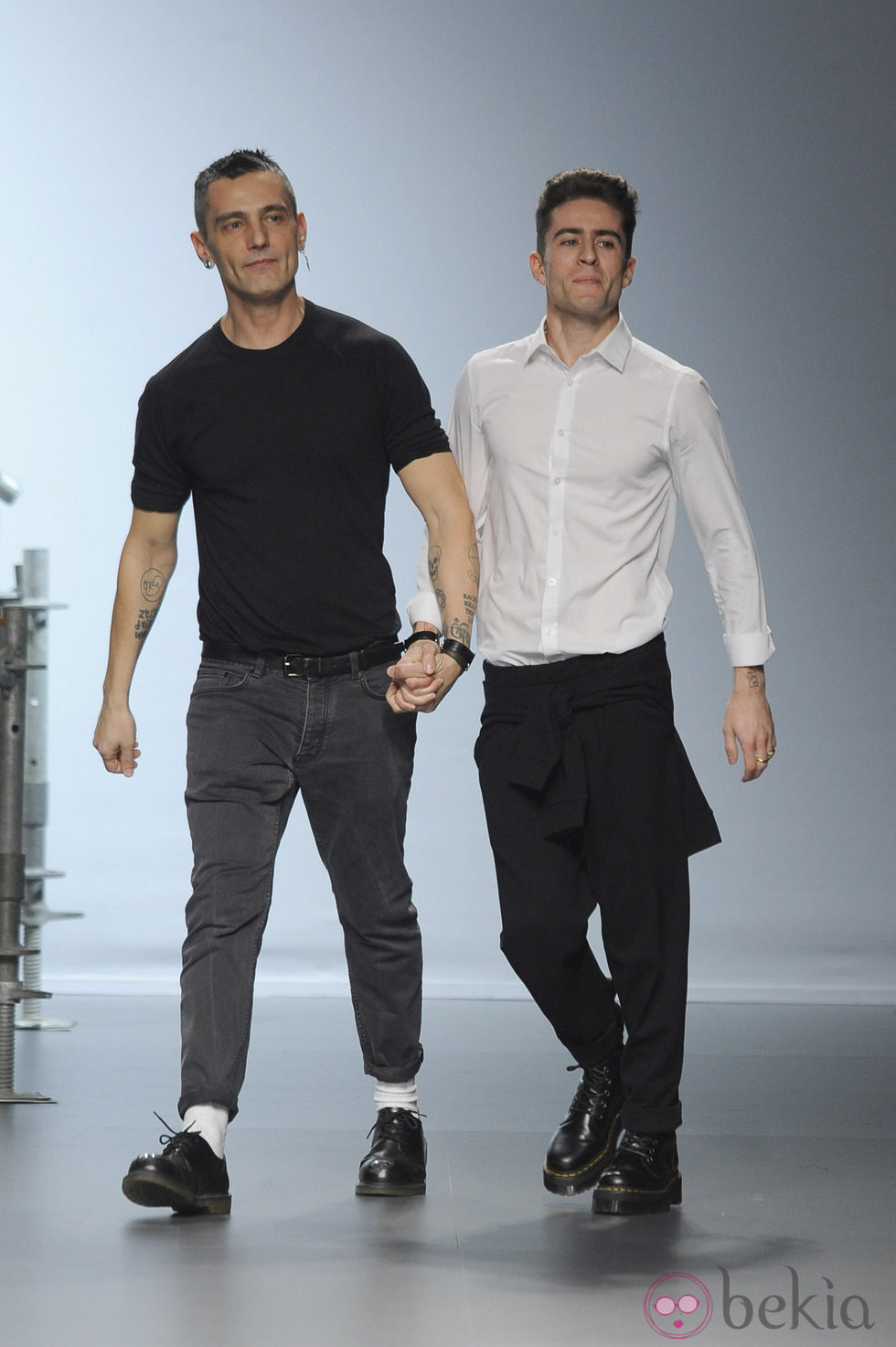David Delfín y Pelayo Díaz saludando tras su desfile de Madrid Fashion Week 2014