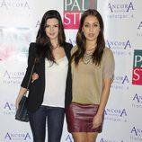 Hiba Abouk y Clara Lago en la fiesta de aniversario de un gimnasio