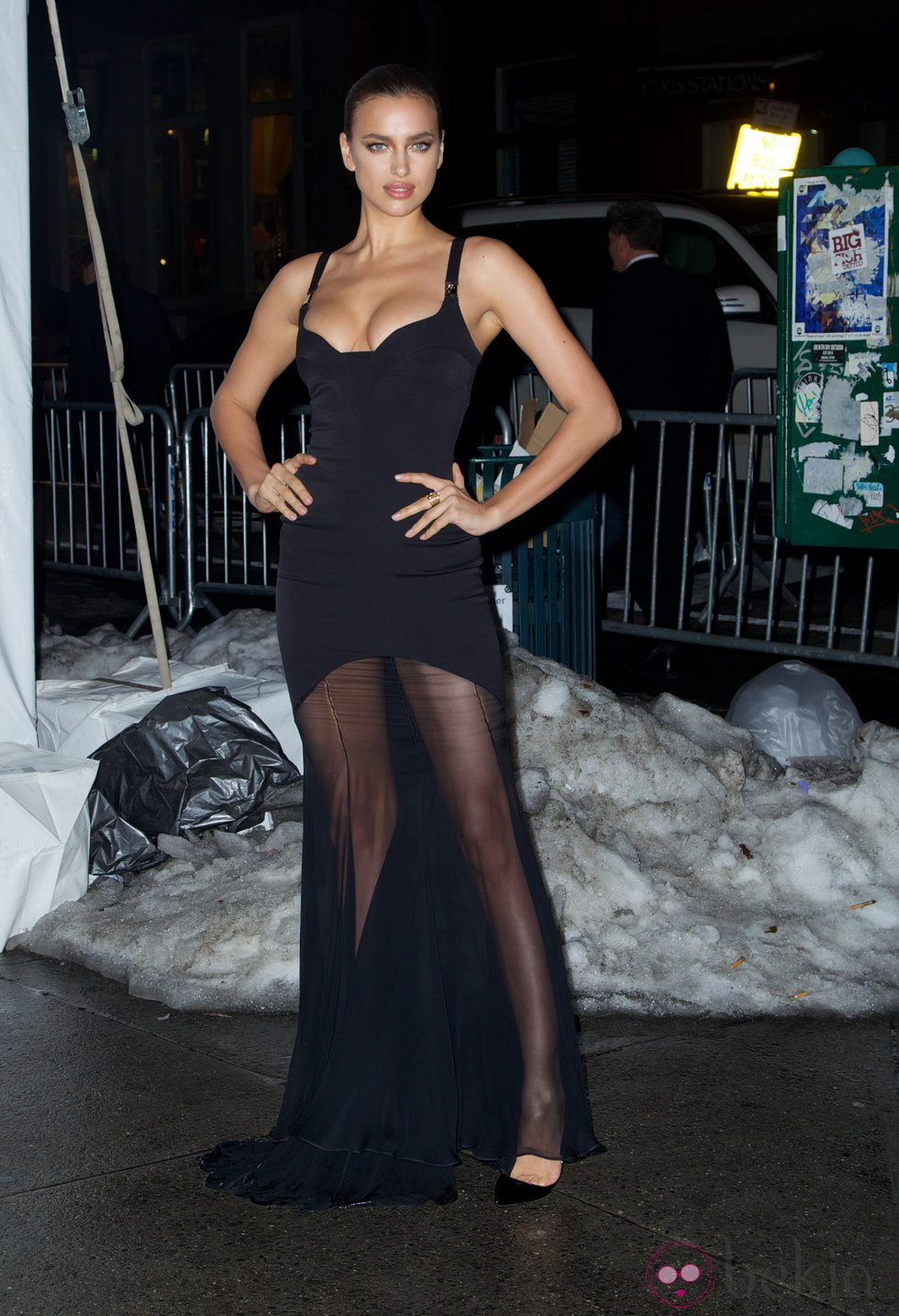 Irina Shayk en una fiesta del 50 aniversario Sports Illustrated Swimsuit en Nueva York