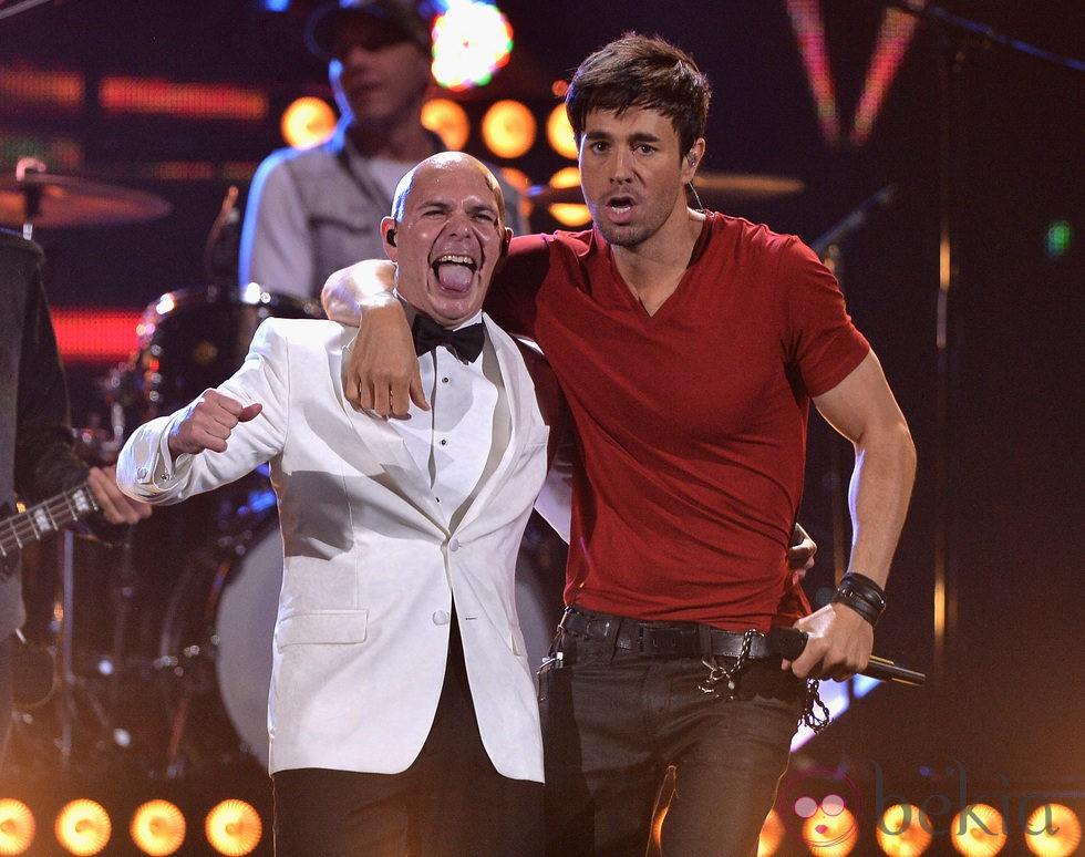 Pitbull y Enrique Iglesias en los Premios Lo Nuestro 2014 ...