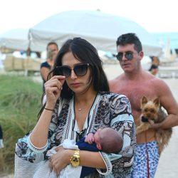 Simon Cowell y Lauren Silverman con su recién nacido Eric en Miami