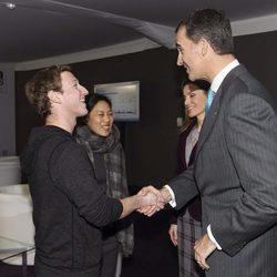 Los Príncipes Felipe y Letizia saludan a Mark Zuckerberg y Priscilla Chan