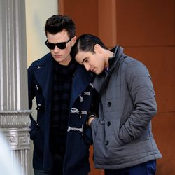 Chris Colfer y Darren Criss en la grabación de 'Glee'