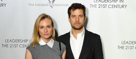Diane Kruger y Joshua Jackson en un acto organizado por la Fundación Lourdes en Los Angeles para conocer al Dalai Lama