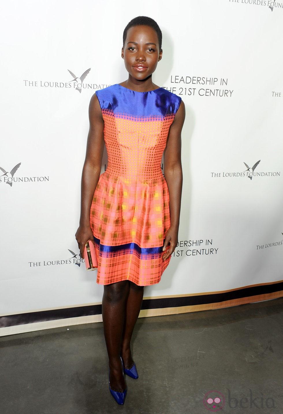 Lupita Nyong'o en un acto organizado por la Fundación Lourdes en Los Angeles para conocer al Dalai Lama