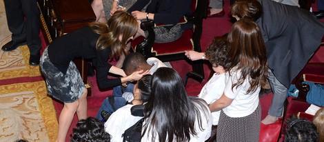 La Princesa Letizia, muy cariñosa con niños afectados por enfermedades raras