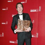 Guillaume Gallienne posa con sus galardones en los Premios César 2014