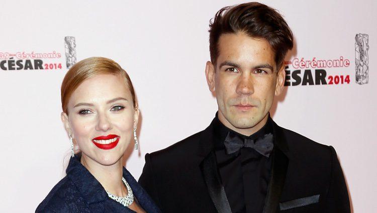 Scarlett Johansson y Romain Dauriac en los Premios César 2014