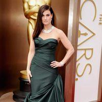 Idina Menzel en la alfombra roja de los Oscar 2014