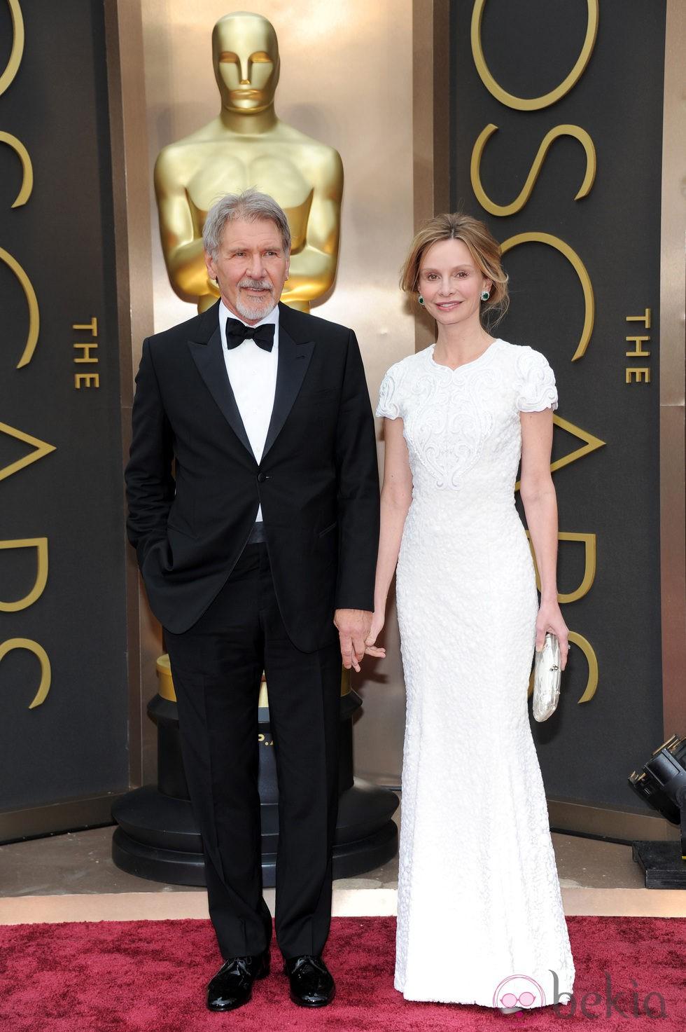 Harrison Ford y Calista Flockart en la alfombra roja de los Oscar 2014 - Alfombra roja ...  Harrison