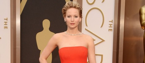 Jennifer Lawrence en la alfombra roja de los Oscar 2014