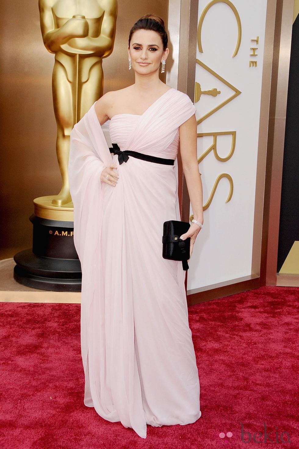 Penélope Cruz en la alfombra roja de los Oscar 2014