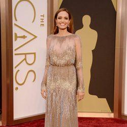 Angelina Jolie en la alfombra roja de los Oscar 2014