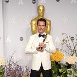 Matthew McConaughey posa con su premio en los Oscar 2014