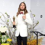 Jared Leto posa con su premio en los Oscar 2014