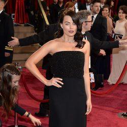 Margot Robbie en la alfombra roja de los Oscar 2014