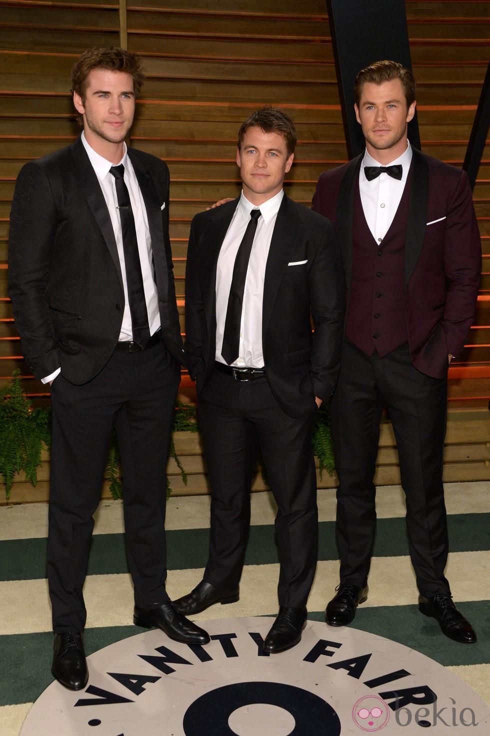 Los hermanos Chris, Liam y Luke Hemsworth en la fiesta Vanity Fair tras los Oscar 2014