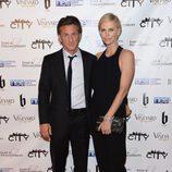 Sean Penn y Charlize Theron en una fiesta post Oscar 2014