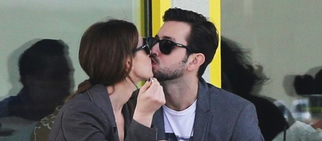 Ashley Greene muy cariñosa con su novio Paul Khoury