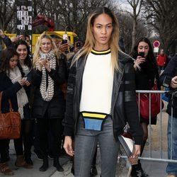 Jourdan Dunn en el desfile de Chanel de la Paris Fashion Week