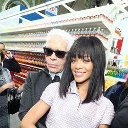 Rihanna y Karl Lagerfeld en el desfile de Chanel de la Paris Fashion Week 2014