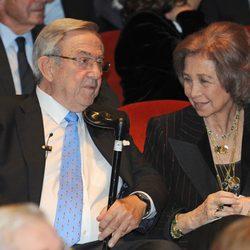 La Reina Sofía y su hermano Constantino de Grecia en la proyección del documental sobre Pablo de Grecia