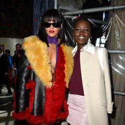Lupita Nyong'o y Rihanna en el desfile de Miu Miu en la Paris Fashion Week 2014