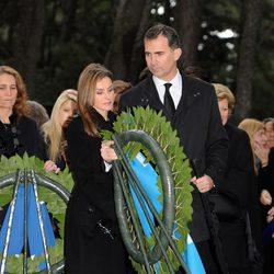 Los Príncipes Felipe y Letizia en el funeral en memoria del Rey Pablo de Grecia