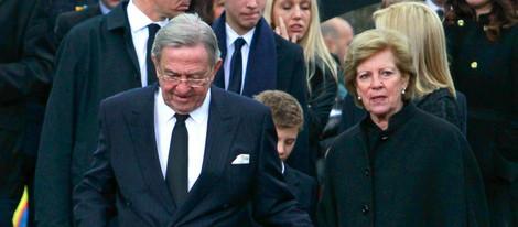 Los Reyes Constantino y Ana María de Grecia en el funeral en memoria de Pablo de Grecia