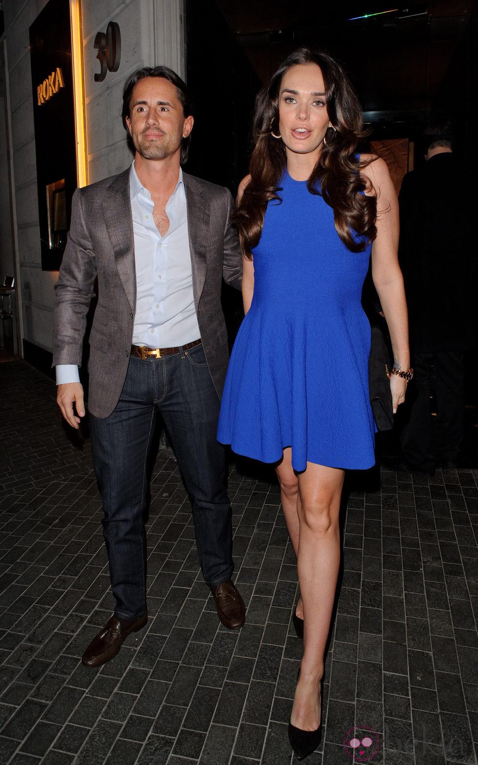 Tamara Ecclestone y Jay Rutland a las puertas de un restaurante de Londres