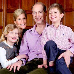 El Príncipe Eduardo con Sophie Rhys-Jones y sus hijos con motivo de su 50 cumpleaños