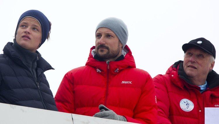 Marius Borg, Haakon de Noruega y el Rey Harald en el salto de esquí de Holmenkollen 2014