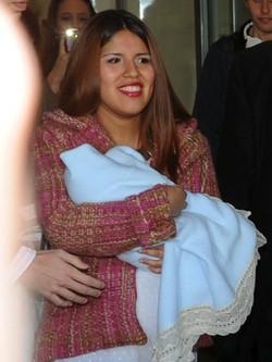 Chabelita Pantoja sale con su hijo en brazos del hospital de Málaga