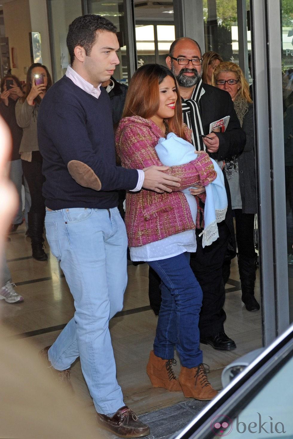 Chabelita Pantoja y Alberto Isla abandonan el hospital con su primer hijo