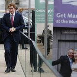 El Príncipe Harry acude a un acto oficial tras ir a partido de rugby con Cressida Bonas