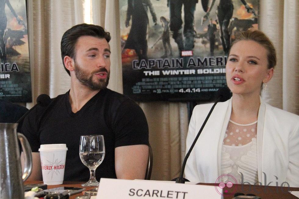 Scarlett Johansson promociona 'Capitán América: el Soldado de Invierno' junto a Chris Evans