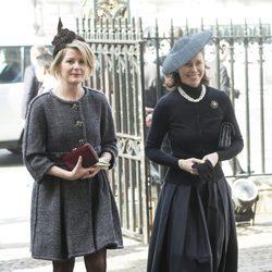 Lady Sarah Chatto y la Vizcondesa Linley en una misa en memoria de David Frost